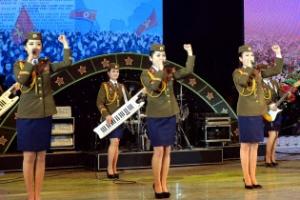 [포토] 北 조선인민군 협주단 여성 단원들의 늘씬한 자태