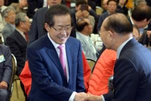 보수 후보 단일화 압박 속 대한노인회 찾은 두 후보 입장차