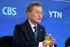 [서울포토] 문재인, 방송기자클럽 토론회