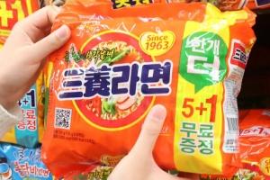 '50억 횡령'혐의 삼양식품 회장 부부... 나란히 재판행