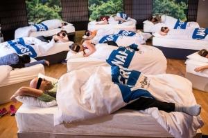 영국 헬스장에 등장한 '낮잠 운동' 수업