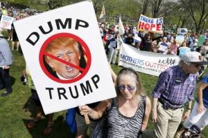 """""""미국 역사상 가장 성공적"""" 트럼프, 100일 자화자찬"""