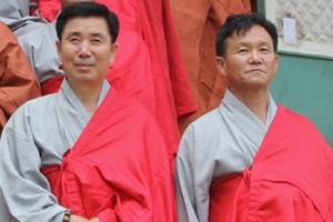 북한 스님은 양복 입고 출퇴근하는 '직장인'