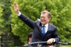 """""""문재인 대통령, '경호 좀 약하게 해달라' 신신당부"""""""