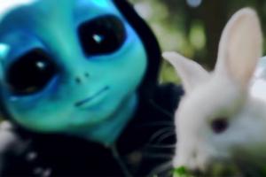 트와이스 신곡 티저에 등장한 외계인 정체는?