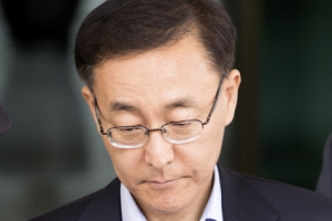 문재인 대통령, 김수남 검찰총장 사표 수리