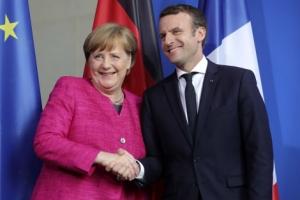 """[포토] 메르켈·마크롱 """"유럽 개혁에 필요하면 EU조약 개정"""""""
