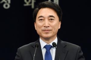 [서울포토] 인사말 하는 박수현 신임 청와대 대변인