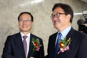민주당 원내대표 선출 의원총회…홍영표·우원식 막판 표심잡기 '안간힘'