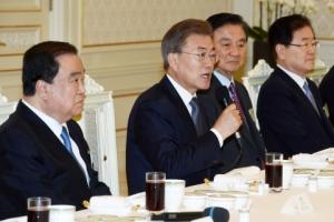 [서울포토] 문재인 대통령, 주요국 특사단 오찬 주재