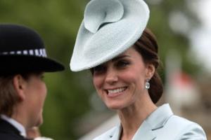 [포토] 가든 파티에서 미소짓는 케이트 미들턴 영국 왕세손빈