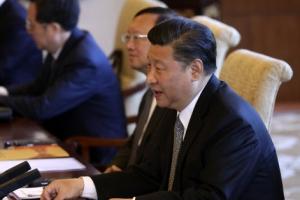 [포토] 일본 아베 신조 총리의 친서를 전달받은 시진핑 중국 국가주석