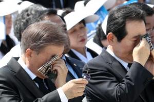 5·18 기념식 역대 최대로 치러져…文대통령 '님' 행진곡 제창