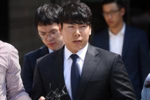 '음주 삼진아웃' 강정호, 2심도 징역형 집유…선수생활 위기