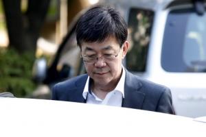 '돈봉투 만찬' 이영렬 전 검사장 다음달 2일까지 휴가 연장