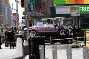 """뉴욕 타임스스퀘어에 차량돌진…""""1명 사망·20명 부상"""""""