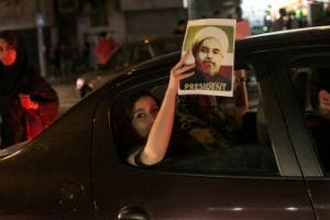 """개혁 선택한 이란… '연임' 로하니 """"승리는 국민의 것"""""""