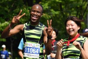 뜨거운 열정·밝은 미소…사진으로 돌아본 '제16회 서울신문 하프마라톤'