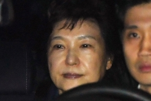피고인석 앉은 박근혜 전 대통령, 23일 언론 통해 공개