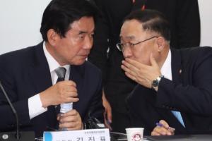 [서울포토] 대화나누는 국정기획자문위 김진표 위원장-홍남기 부위원장