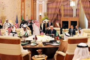 """""""대테러戰 함께 싸우자""""… 트럼프, 중동서 反이슬람 지우기"""