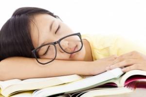 [메디컬 인사이드] 잠 못 드는 아이들…초경이 빨라진다
