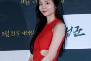 [포토] 이솜, 독특한 절개 원피스 '아찔한 노출'