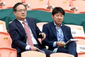 [포토]U-20월드컵 '신의 한 수' 찾으러... 잉글랜드-기니전 찾은 신태용 감독