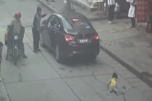 차에 치인 손녀 목격한 할아버지의 황당 반응