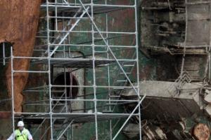 세월호 3층 진흙서 뼛조각 3점 발견…4층 수색 마무리 임박