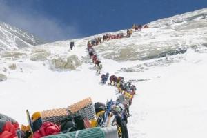 올 시즌 에베레스트 희생자 10명, 그래도 '구름 위의 묘지'로 향하는 이유