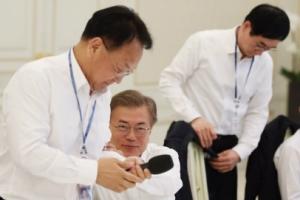 [서울포토] 朴정부 국무위원들과 오찬간담회 갖는 문재인 대통령