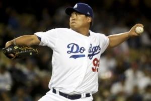 [포토]류현진의 변신...MLB 첫 구원 등판서 4이닝 무실점 세이브