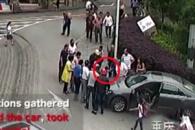 차량에 깔린 어린 소년 합심해 구하는 중국인들