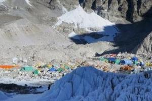 에베레스트서 아홉 손가락 잃은 일본 산악인, 8번째 도전중 숨져