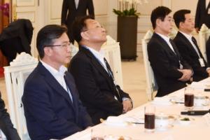 朴정부 장·차관과 '어색한 동거'… 관가, 업무 피로도 가중