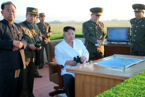 北 김정은, 신형 지대공 요격미사일 시험사격 참관