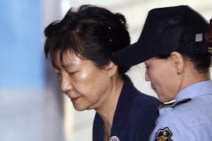[서울포토] 3차 공판 위해 법정으로 향하는 박근혜 전 대통령