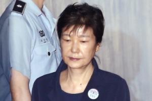 [서울포토] 수척해진 얼굴로 3차 공판 출석하는 박근혜 전 대통령