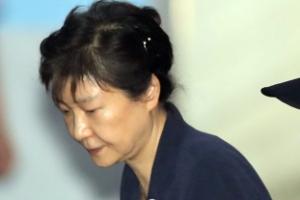 [포토] 지저분한 올림머리… 세번째 공판 출석하는 박근혜 전 대통령