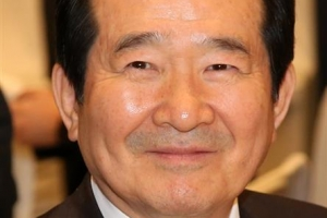 정의장, 2박3일 일본 방문… 아베 만나 관계 개선 논의