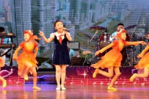 [포토] 북한 조선소년단의 깜찍한 공연모습