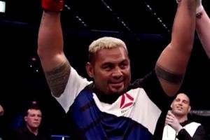 UFC 마크 헌트, 루이스 상대로 원투펀치…4R TKO승