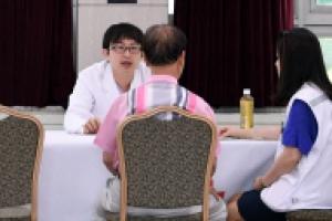 [서울포토] 원폭피해자들, 피폭 전문 의료진과 상담