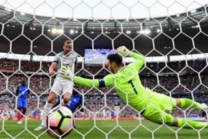 프랑스, 10명으로 잉글랜드 꺾었다…축구 평가전서 3-2 승리