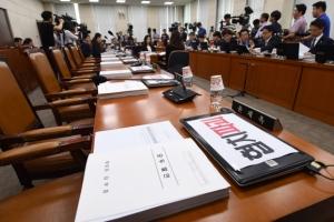 [서울포토] 비어있는 자유한국당 의원석