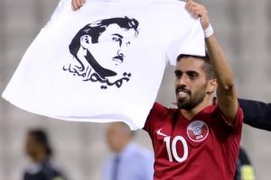 '국왕 얼굴' 티셔츠 입은 카타르 대표팀, FIFA 징계 받나