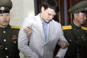 웜비어 부모, 로비스트 고용해 아들 죽인 북한에 복수했다