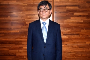 """민주당 """"안경환 판결문 유출, 위법 소지"""" 야당에 역공"""