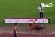 가발 때문에 멀리뛰기 경기 망친 여성 육상선수